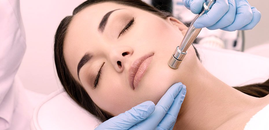 microdermabrasion procedure on a woman