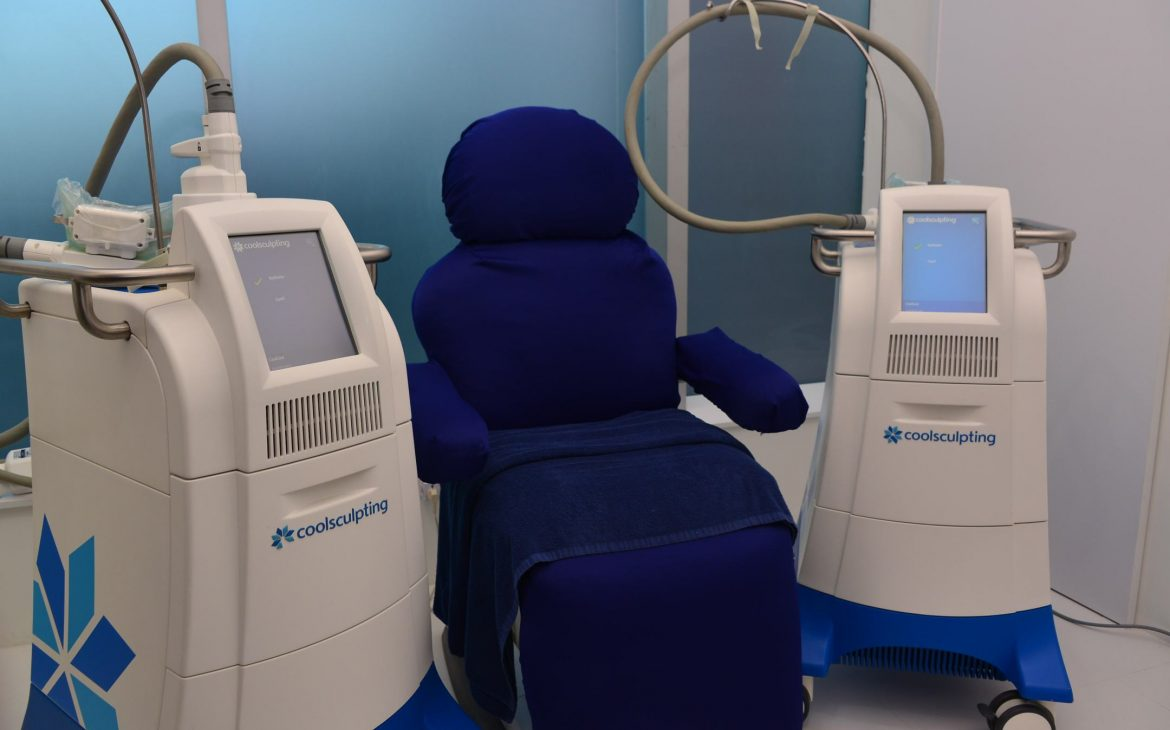 The use of 2 or more CoolSculpting machines can greatly cut the time of your procedure, especially when treating several areas of the body.