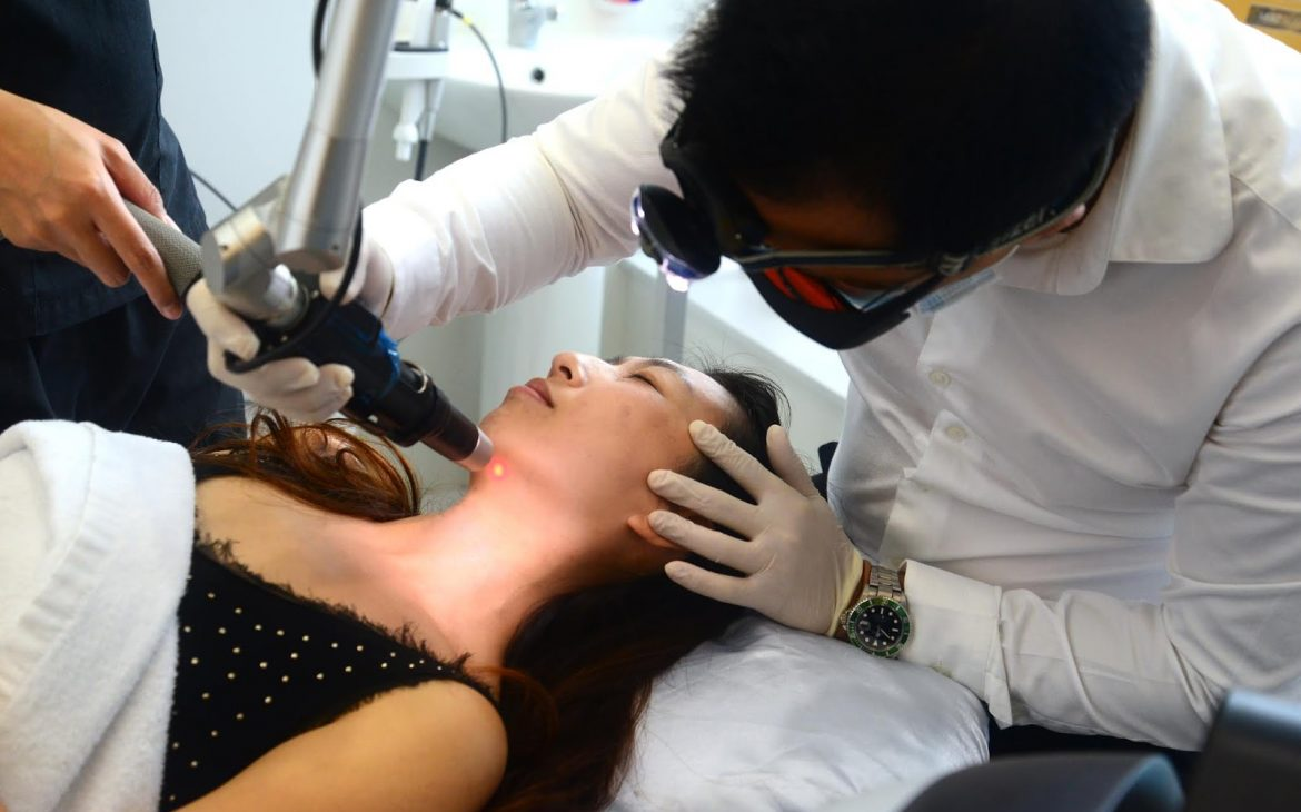pico laser procedure during the treatment