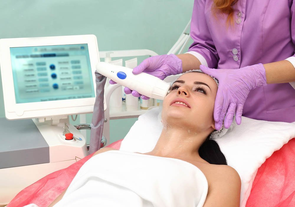 woman having radio frequency eye bag removal procedure